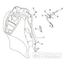 28.09 Předkolenní plast - Scarabeo 100 2T (motor Minarelli) 2000 - ZD4REA...