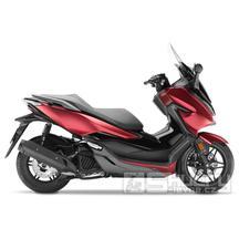 Honda Forza 125 - barva červená